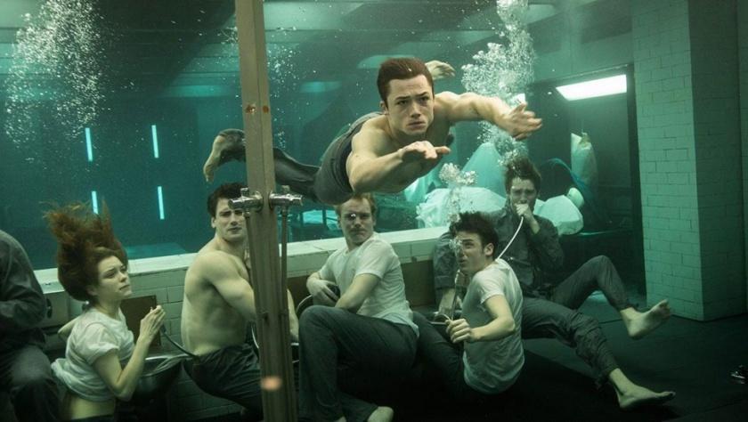 Kingsman-cena-da-agua-no-quarto